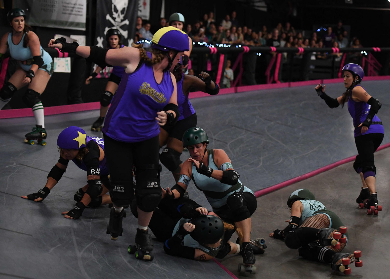 Roller skating los angeles -  Purple Tops Compete Against The Tough Cookies Team Blue Tops During The L A Derby Dolls Women S Banked Track Roller Derby Event In Los Angeles