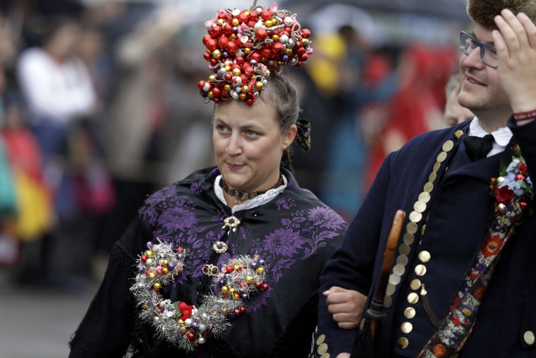 Fancy decorated people participate in the traditional costume and riflemen parade on the second day of the 183rd Oktoberfest beer festival in Munich, southern Germany, Sunday, Sept. 18, 2016. The world's largest beer festival will be held from Sept. 17 to Oct. 3, 2016. (AP Photo/Matthias Schrader)