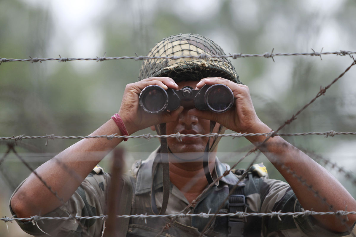 India-Pakistan tensions rise following border clashes