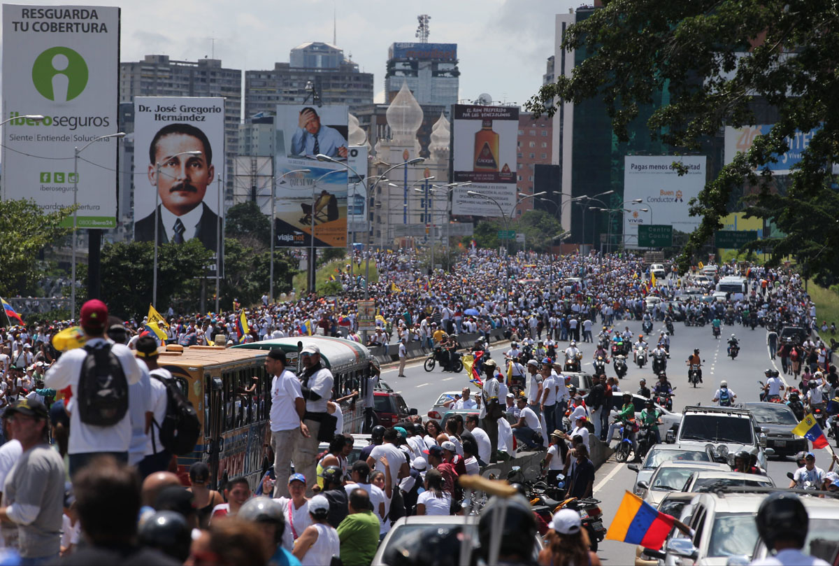 Protesters fill streets of Caracas demanding recall of Venezuela president