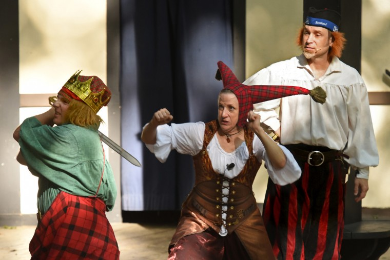 "The popular Shakespeare's Skum perform ""Macbeth in 20 Minutes or Less"" in the Globe Theatre at the Maryland Renaissance Festival. (Amy Davis/Baltimore Sun)"