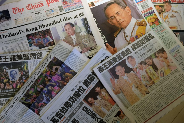 This photo illustration shows local newspapers reporting on the death of Thailand's King Bhumibol Adulyadej in Taipei on October 14, 2016.    King Bhumibol Adulyadej, long a unifying figure in politically fractious Thailand, died on October 13 and uncertainty over the succession quickly arose as his crown prince reportedly sought a delay in taking over. /  (AFP Photo/Sam Yeh)