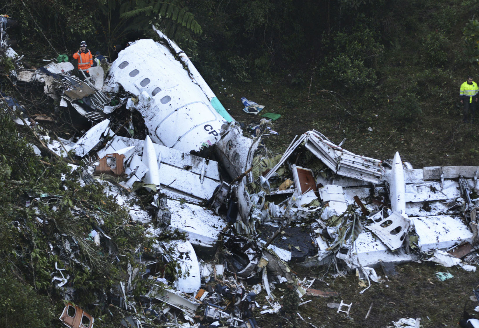Plane carrying a Brazilian soccer team crashes in Colombia, killing 71