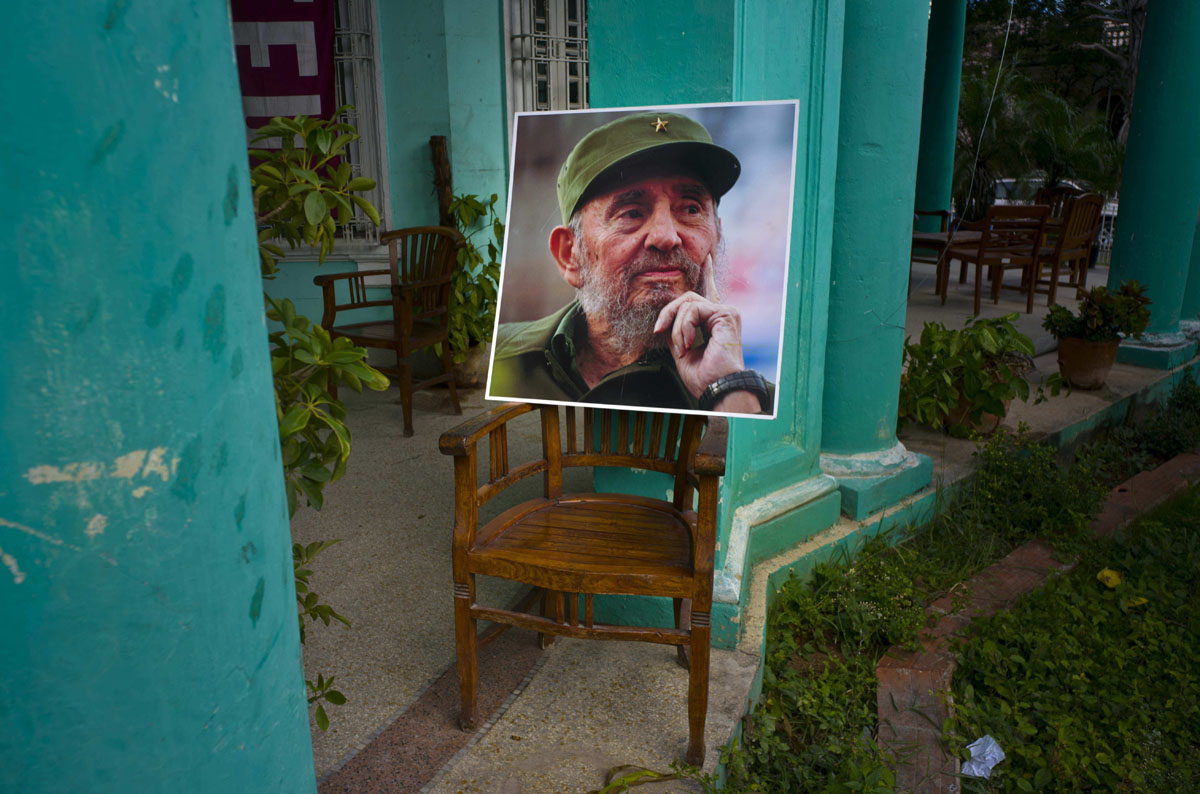 mourns death of fidel castro an image of the late fidel castro stands on a chair in a government building in havana sunday nov 27 2016 is observing nine days of mourning