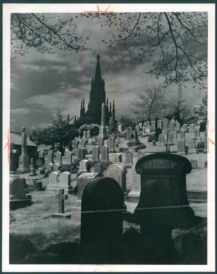 Green Mount Cemetery, July 7, 1957. (Bodine/Baltimore Sun)