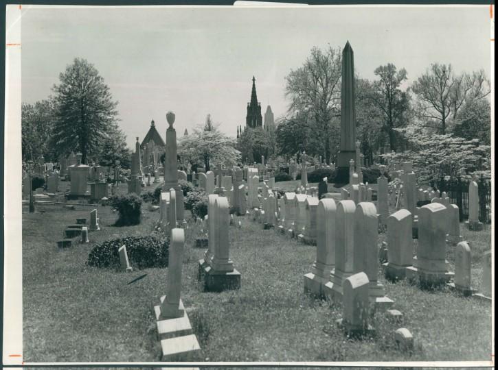 Green Mount Cemetery, July 3, 1957. (Bodine/Baltimore Sun)