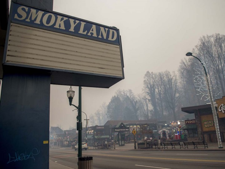 Thick smoke from area forest fires looms in Gatlinburg, Tenn., Monday, Nov. 28, 2016. Gatlinburg officials say several areas are being evacuated as a result of fires in and around Great Smoky Mountains National Park. (Brianna Paciorka/Knoxville News Sentinel via AP)