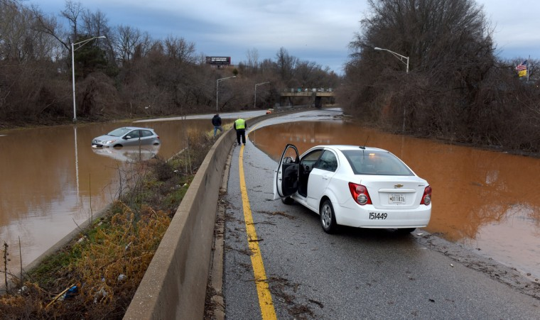Standing water blocks both lanes of  I-295 near Annapolis Road after Wednesday night's storm. (Jerry Jackson/Baltimore Sun)