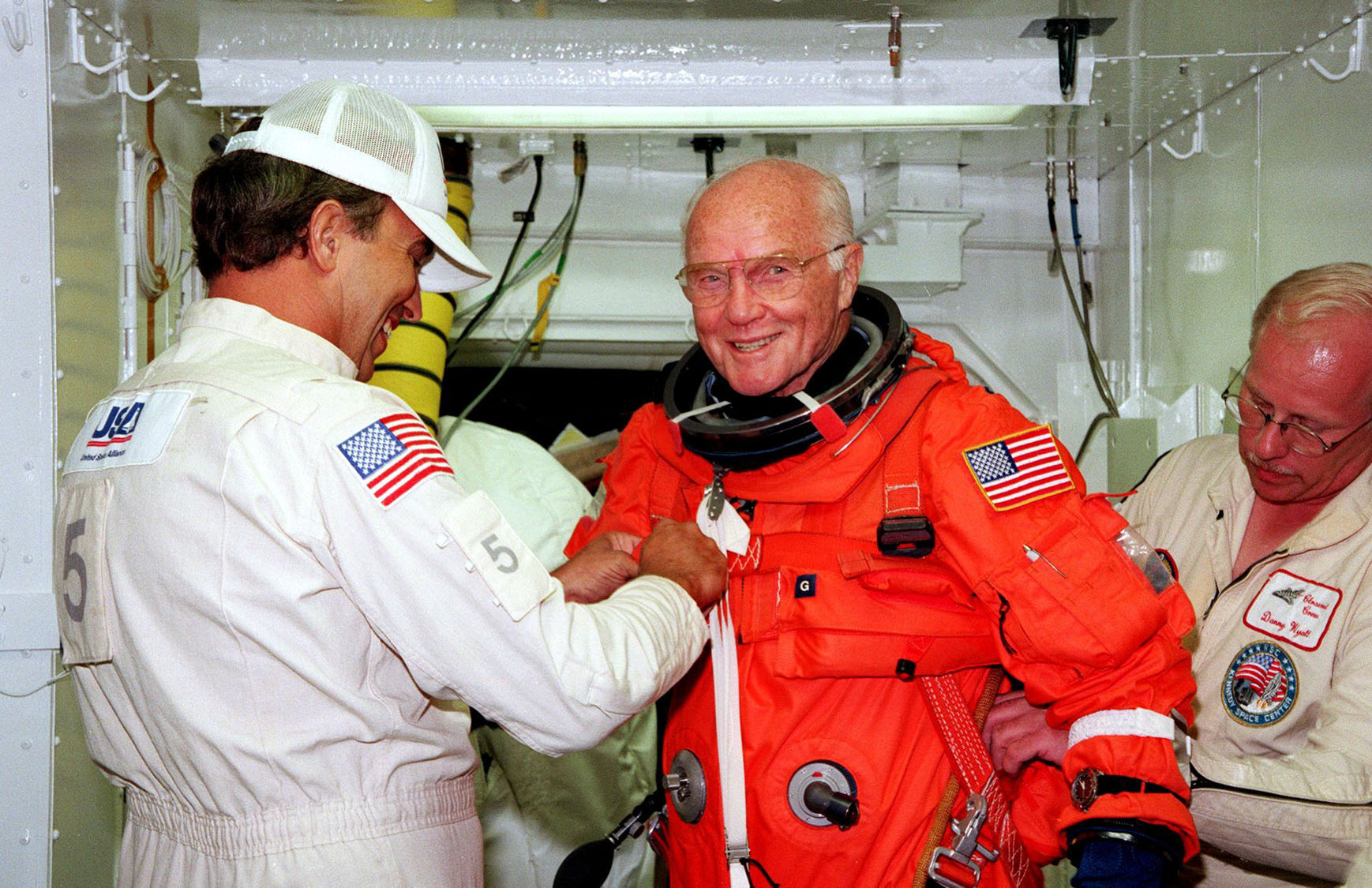 John Glenn, astronaut and former U.S. Senator, dies at 95