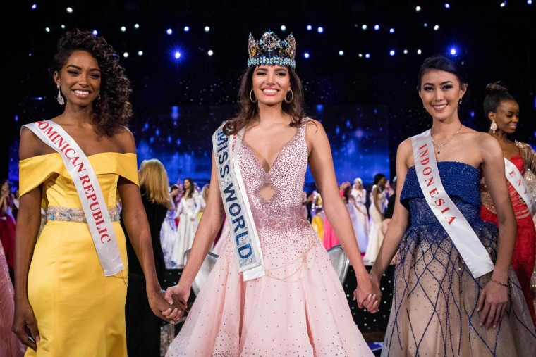 First runner up Miss Dominican Republic Yaritza Miguelina Reyes Ramirez (L); Miss World 2016 Stephanie Del Valle of Puerto Rico (C); and second runner up Miss Indonesia Natasha Mannuela (R) stand together after Del Valle's win in the Miss World 2016 pageant at the MGM National Harbor December 18, 2016 in Oxon Hill, Maryland. (AFP PHOTO / ZACH GIBSON)