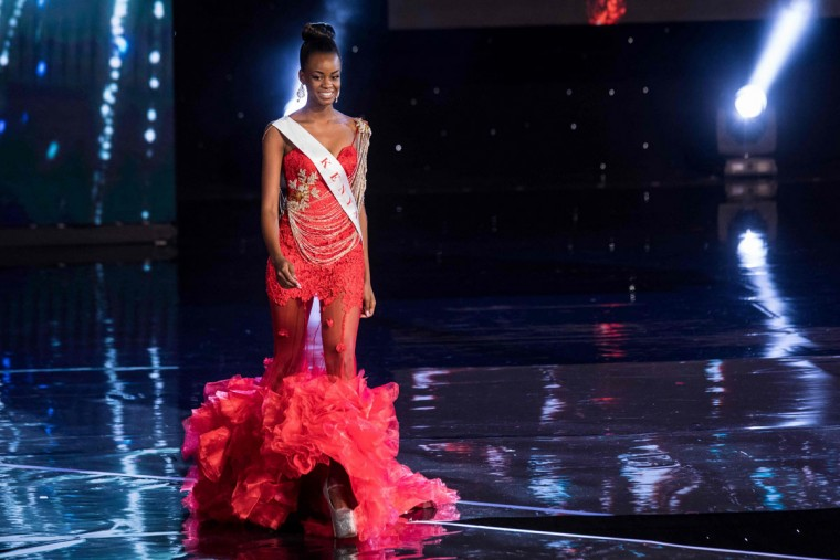 Miss Kenya Evelyn Njambi Thungu is pictured during the Grand Final of the Miss World 2016 pageant at the MGM National Harbor December 18, 2016 in Oxon Hill, Maryland. (AFP PHOTO / ZACH GIBSON)