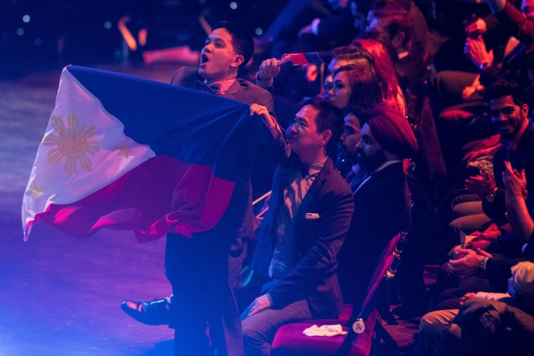 A member of the audience waves the Philippines flag during the Grand Final of the Miss World 2016 pageant at the MGM National Harbor December 18, 2016 in Oxon Hill, Maryland. (AFP PHOTO / ZACH GIBSON)