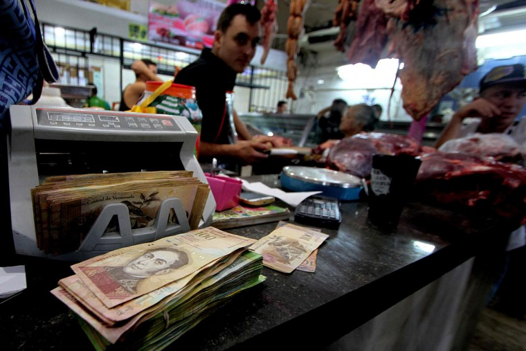 "A digital cash counter is pictured at a butchery in San Cristobal, Venezuela on December 12, 2016. Venezuelan President Nicolas Maduro on Sunday signed an emergency decree ordering the country's largest banknote, the 100 bolivar bill, taken out of circulation to thwart ""mafias"" he accused of hoarding cash in Colombia. (AFP PHOTO / GEORGE CASTELLANOS)"