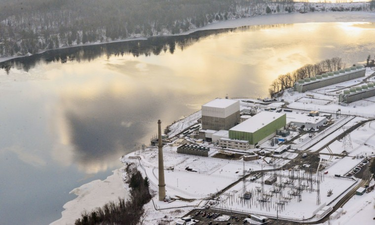 This Wednesday, Dec. 14, 2016 photo shows the Vermont Yankee Nuclear Power Plant in Vernon, Vt., as a blanket of snow covers the area. (Kristopher Radder/The Brattleboro Reformer via AP)