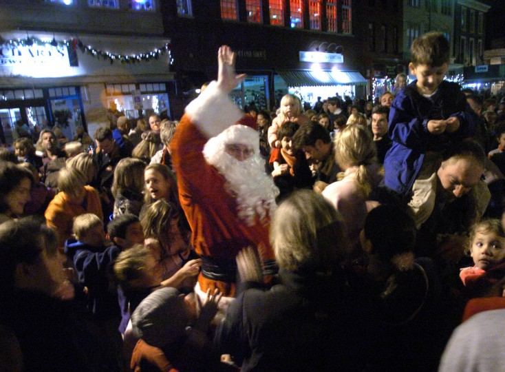 Santa Claus arrives by horse and buggy to officially start Annapolis' Christmas celebration with a tree lighting ceremony in 2006.  Santa Claus, center, is pictured wading through the crowd passing out candy canes to those gathered for the tree lighting ceremony. (Kenneth K. Lam/Baltimore Sun)