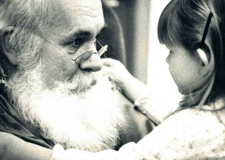 Santa and little girl in 1981. (George Cook/Baltimore Sun)