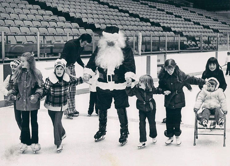 Santa Claus dons ice skates and goes around rink with youngsters yesterday in 1973. (Carl D. Harris/Baltimore Sun)