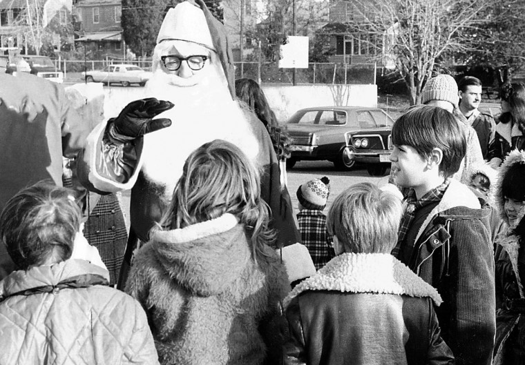 Santa Claus talks with kids before the Cedonia Mall Parade in 1975. (Ralph L. Robinson/Baltimore Sun)