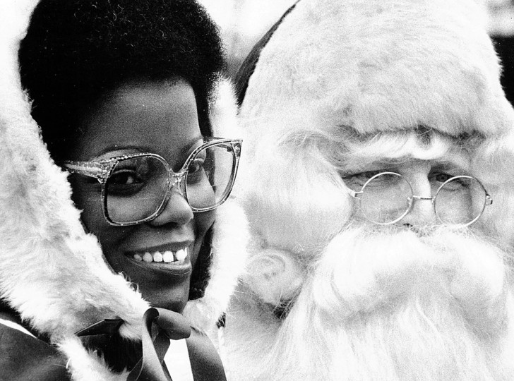 Mr. and Mrs. Santa Claus participate in holiday festivities at the Inner Harbor in 1982. (Irving H. Phillips, Jr./Baltimore Sun)