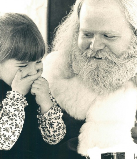 Bridgett Lopez speaks with Santa Jerry Spurlock at Baltimore's Inner Harbor in 1983..  (Irving H. Phillips, Jr./Baltimore Sun)
