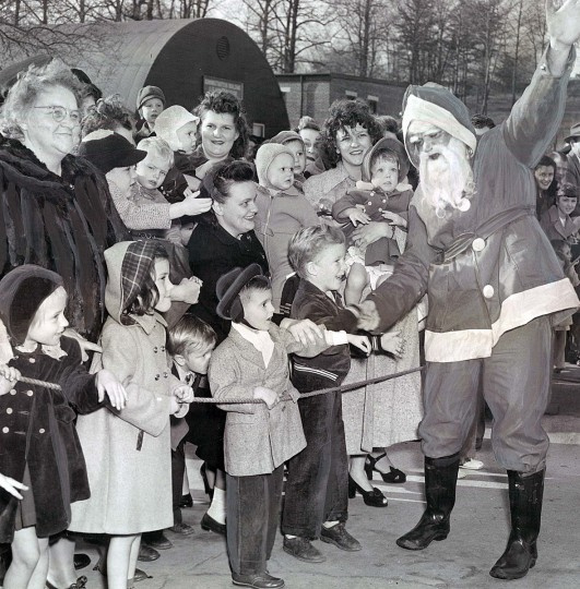 Santa Claus talks with children after landing at the North Severn Experimental Station in 1949.  (Edward Nolan/Baltimore Sun)
