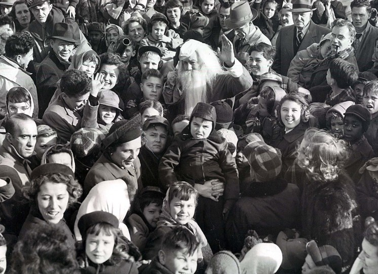 Kids mob Santa after his arrival by plane at Friendship Airport in 1950. (W. Ross Dunaway/Baltimore Sun)