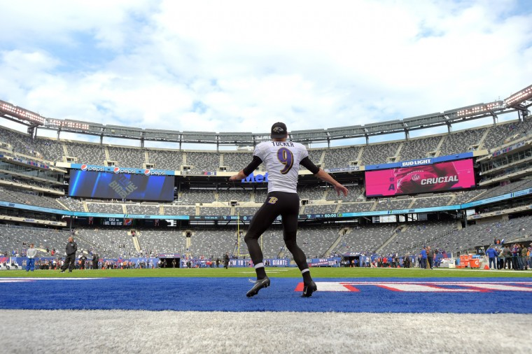 East Rutherford, NJ---10/16/16-- Ravens' kicker Justin Tucker goes through his pregame warmup prior to the Baltimore Ravens vs. New York Giants at MetLife Stadium.  (Lloyd Fox/Baltimore Sun)
