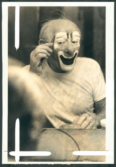 1977: THE ROAR OF THE GREASEPAINT With the smell of the crowd waiting out front, Lou Jacobs, the veteran of the Ringling Brothers clown troupe prepares for another opening another show at the Civic Center last night. (Baltimore Sun)