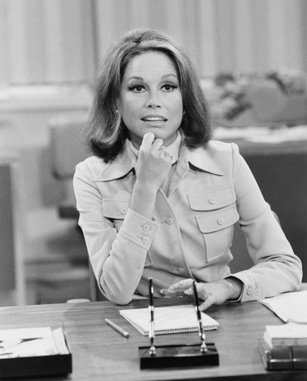 American actress Mary Tyler Moore (as Mary Richards) sits at her desk, hand on her chin, and looks thoughtful in a scene from 'The Mary Tyler Moore Show' (also known as 'Mary Tyler Moore'), Los Angeles, California, mid 1970s. (Photo by CBS Photo Archive/Getty Images)