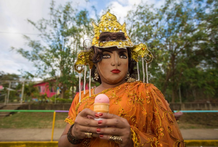 """A woman dressed as a traditional character in the """"Baile de Negras"""" gets ready to dance on the feast day of the Virgin of the Candelaria (Candlemas) in the town of Diriomo, some 45 km from Managua, Nicaragua on February 2, 2017. Candlemas falls forty days after Christmas and is celebrated by Catholics as the presentation of Christ at the Temple. (AFP Photo/Inti Ocon)"""