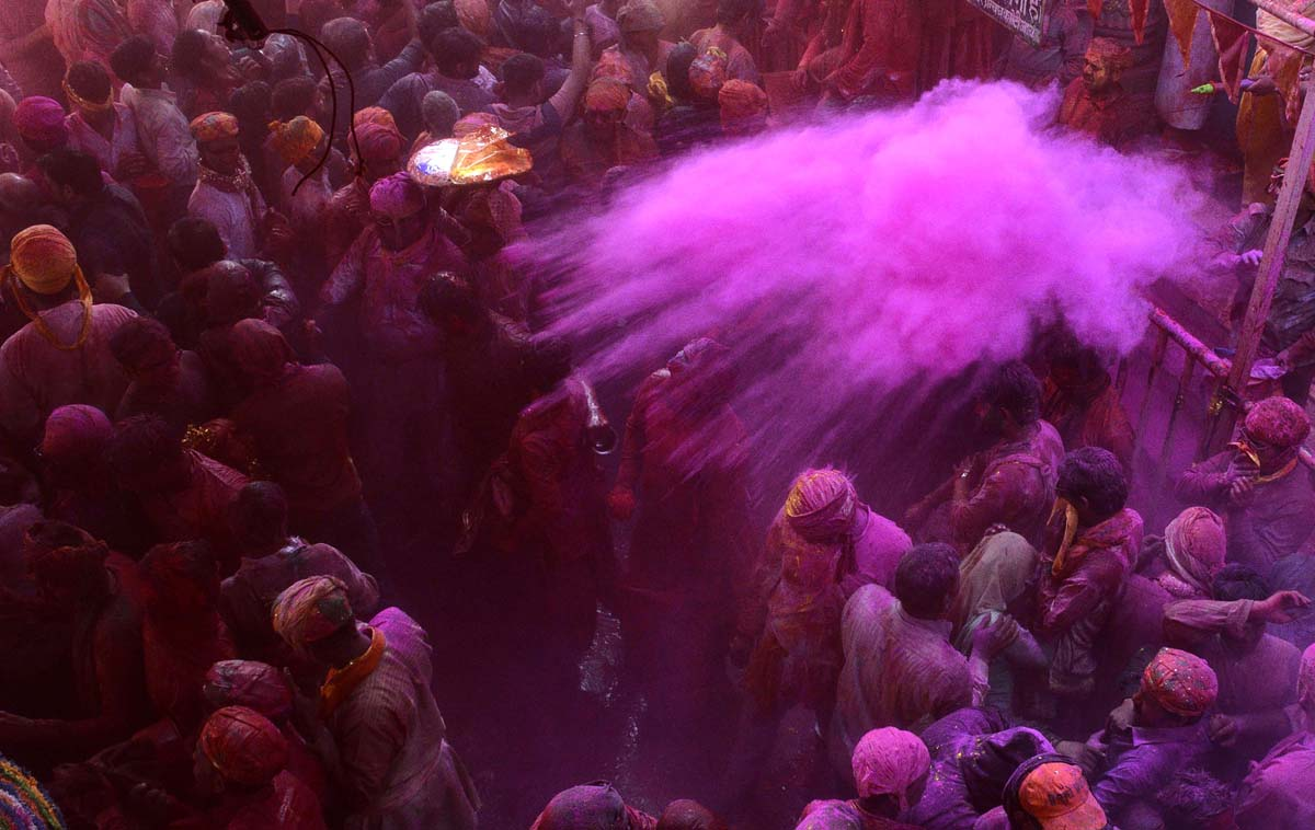 Spring colors on display as Hindus celebrate Holi