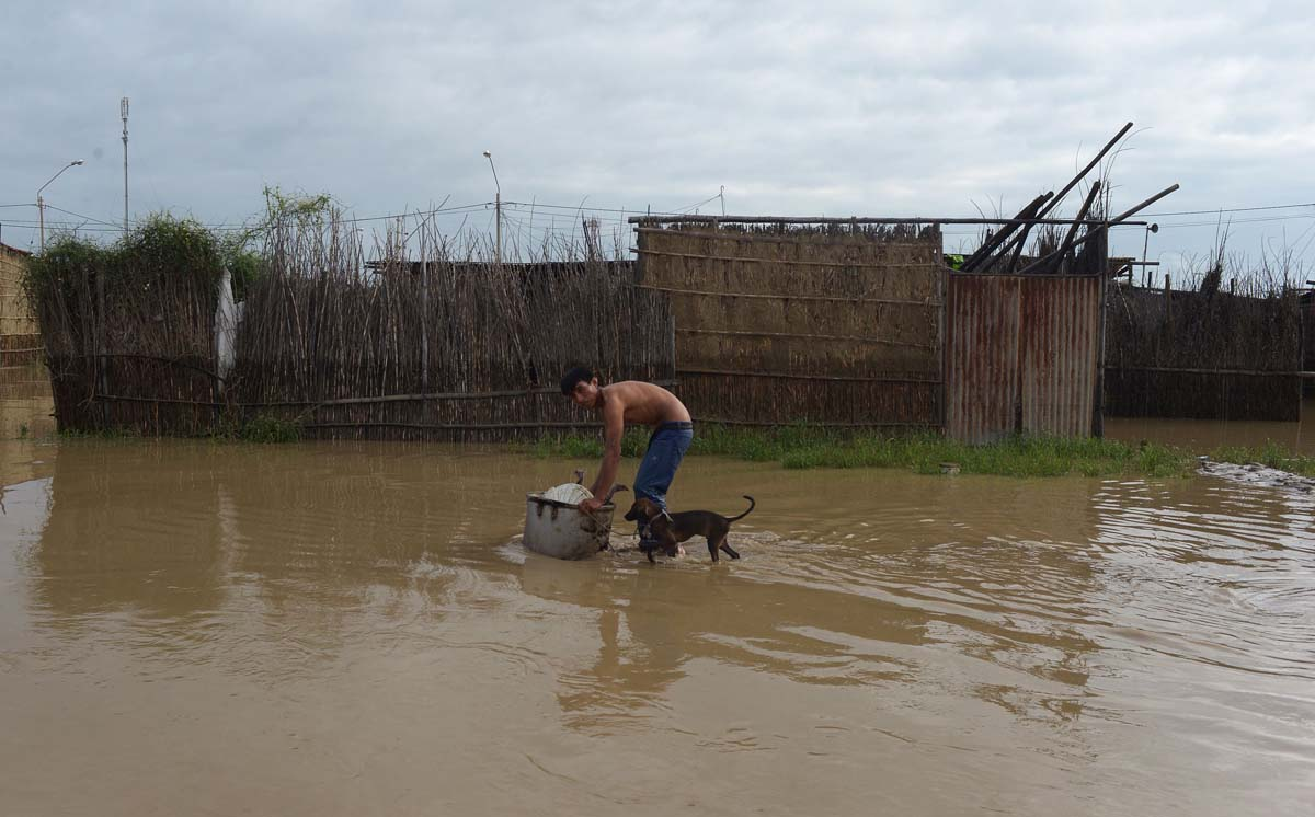 Thousands displaced by flooding in Peru