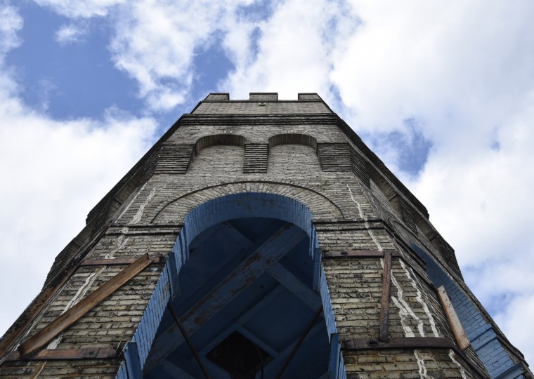 Support beams are visible on the outside of the Bromo Seltzer Tower, a Baltimore landmark since 1911.  (Barbara Haddock Taylor/Baltimore Sun)