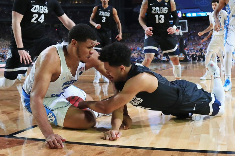 Kennedy Meeks #3 of the North Carolina Tar Heels and Silas Melson #0 of the Gonzaga Bulldogs compete for the ball in the second half during the 2017 NCAA Men's Final Four National Championship game at University of Phoenix Stadium on April 3, 2017 in Glendale, Arizona. The North Carolina Tar Heels were awarded possession after a jump ball was called. (Photo by Tom Pennington/Getty Images)