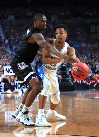 Nate Britt #0 of the North Carolina Tar Heels looks to pass against Jordan Mathews #4 of the Gonzaga Bulldogs in the second half during the 2017 NCAA Men's Final Four National Championship game at University of Phoenix Stadium on April 3, 2017 in Glendale, Arizona. (Photo by Tom Pennington/Getty Images)