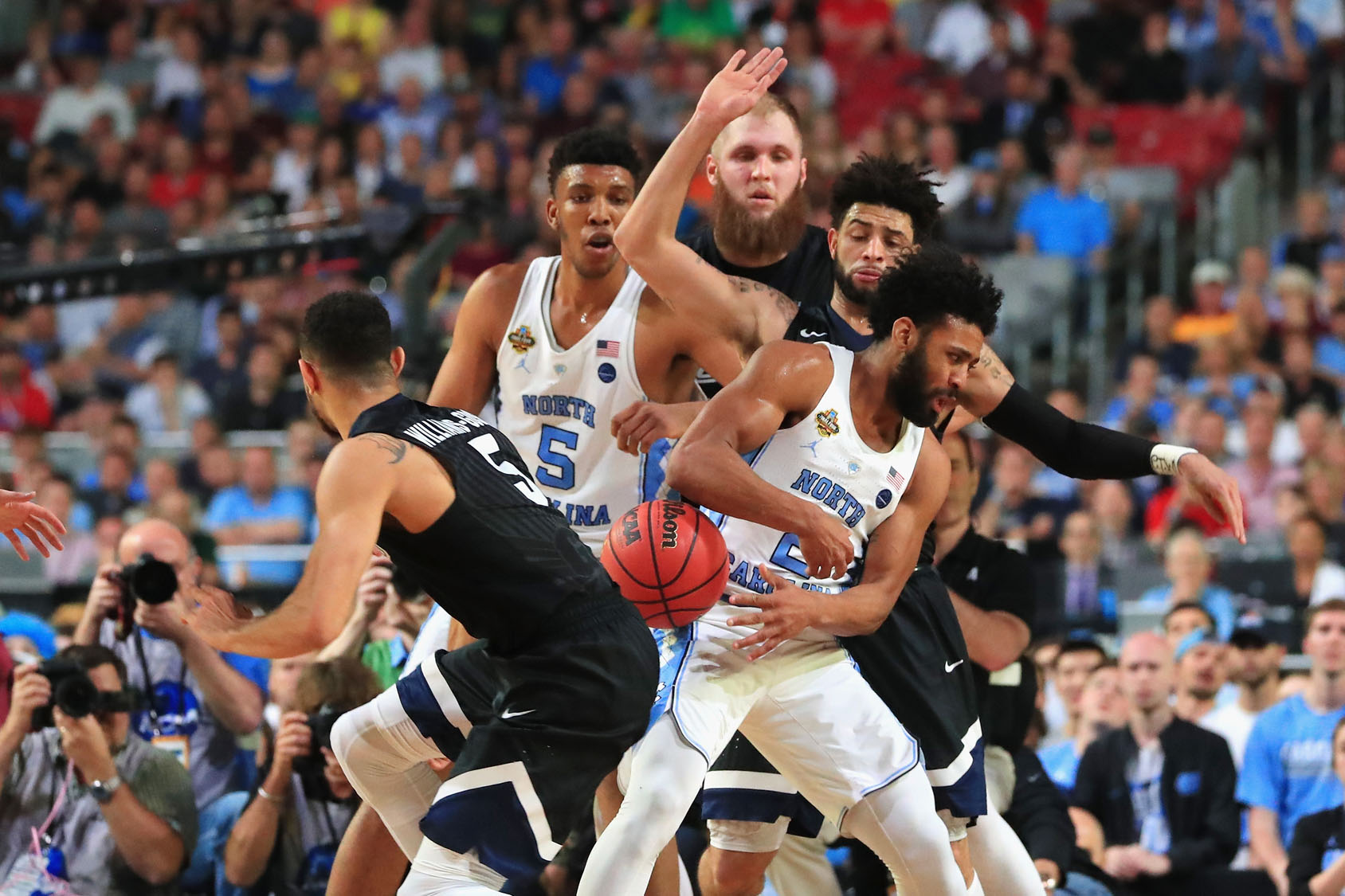 Highlights from the national championship gonzaga vs north carolina -  Gonzaga Bulldogs Defends Joel Berry Ii 2 Of The North Carolina Tar Heels In The Second Half During The 2017 Ncaa Men S Final Four National Championship