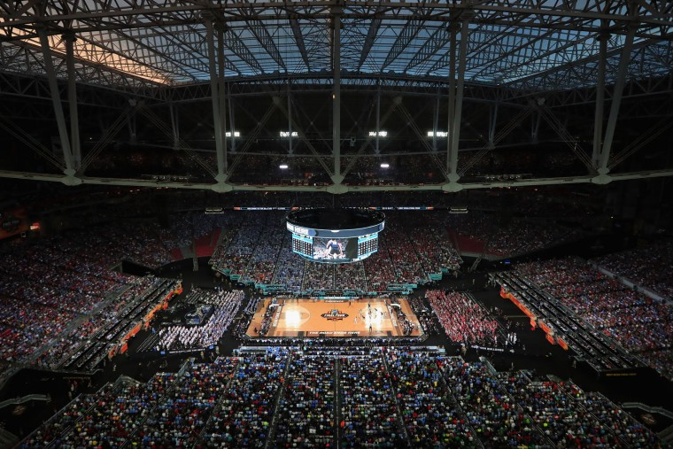 A general view as the Gonzaga Bulldogs take on the North Carolina Tar Heels in the first half during the 2017 NCAA Men's Final Four National Championship game at University of Phoenix Stadium on April 3, 2017 in Glendale, Arizona. (Photo by Tom Pennington/Getty Images)