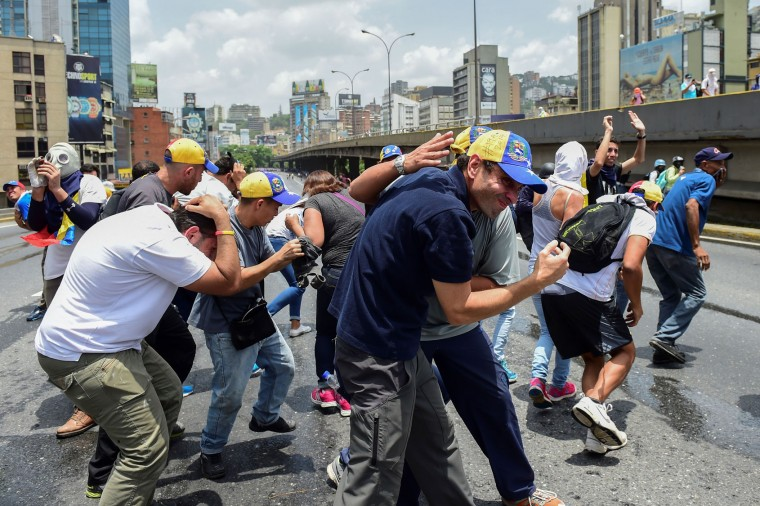TOPSHOT-VENEZUELA-OPPOSITION-PROTEST-CAPRILES