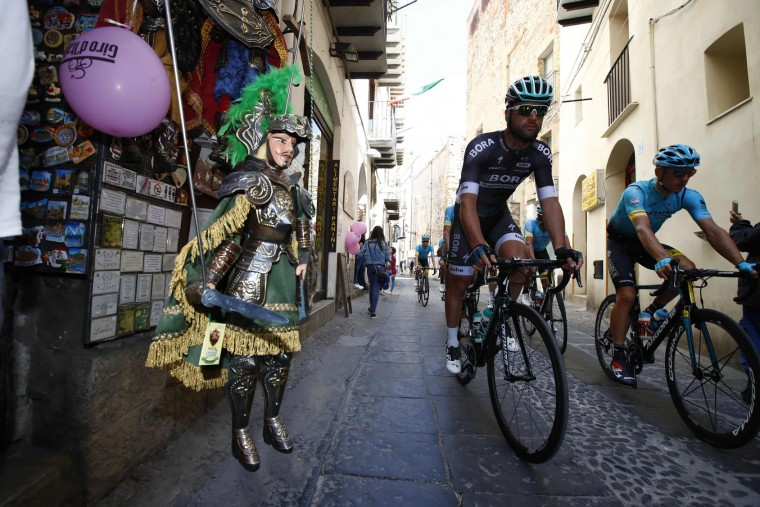 Riders take the start of the 4th stage of the 100th Giro d'Italia, Tour of Italy, cycling race from Cefalu to Etna volcano, on May 9, 2017 in Sicily. (Luk Benies/AFP/Getty Images)