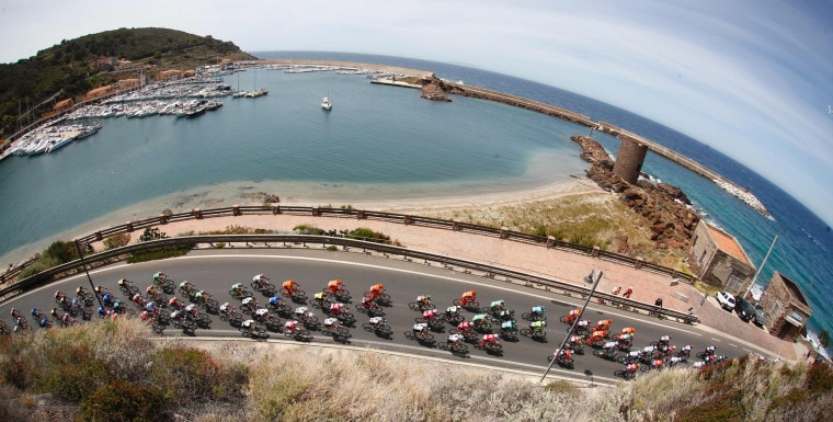 The peloton rides in Castelsardo al Porto during the first stage of the 100th Giro d'Italia cycling race, Tour of Italy, from Alghero to Olbia on May 5, 2017 in Sardinia. (Luk Benies/AFP/Getty Images)