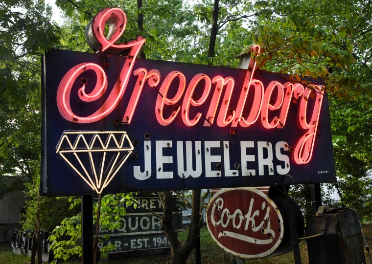 The animated diamond in the 1956 Greenberg Jewelers sign flashed as cars drove past on Ritchie Highway at Church Street in Brooklyn Park. (Amy Davis / Baltimore Sun)