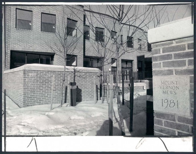 A view of Mount Vernon Mews on Jan. 28, 1982. (Baltimore Sun photo)