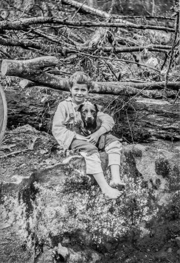 Finley Taylor took numerous photographs of the children of Richwood loggers.