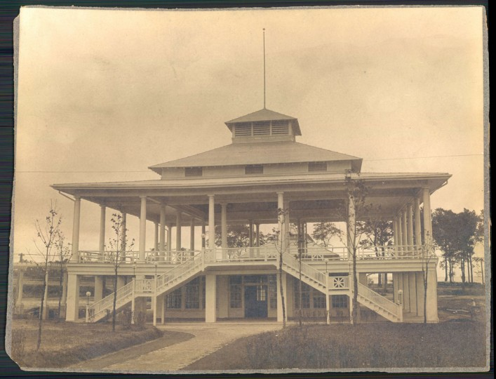Undated photo of old Bay Shore Park restaurant, which included a bowling alley. (Baltimore Sun archives)