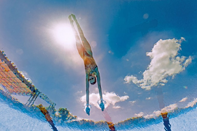 This picture taken with an underwater camera shows Russia's Mikhaela Kalancha competing in the Mixed Duet technical final during the synchronised swimming competition at the 2017 FINA World Championships in Budapest, on July 17, 2017. / (AFP Photo/Franáois-xavier Marit)