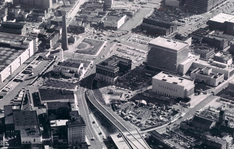 President Street and the JFX construction in 1979. (Joseph DiPaola/Baltimore Sun)