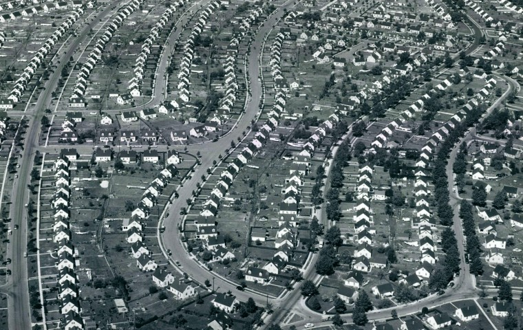 Single family homes line Soller Point Road and Yorkway Roads in Dundalk in 1955. (Robert Kniesche/Baltimore Sun)