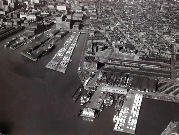 Baltimore's Inner Harbor piers are seen in 1939. (Robert Kniesche/Baltimore Sun)