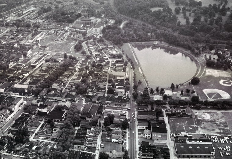 The Hampden Reservoir abuts Falls Road in 1958. It was filled in 1960 and is now part of Roosevelt Park. (Richard Stacks/Baltimore Sun)