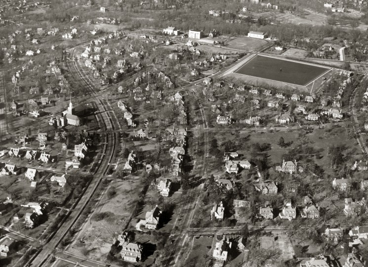The Guilford Reservoir stands out in the aerial of the surrounding neighborhood in 1938. (Robert Kniesche/Baltimore Sun)
